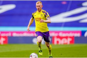 Leeds to make shock move for rival midfielder