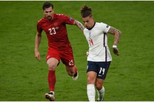 """Twitter laughs as pundit eats """"humble pie"""" - How social media reacted to Kalvin Phillips' England display"""