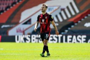 'Broken' midfielder linked with bizarre Leeds move